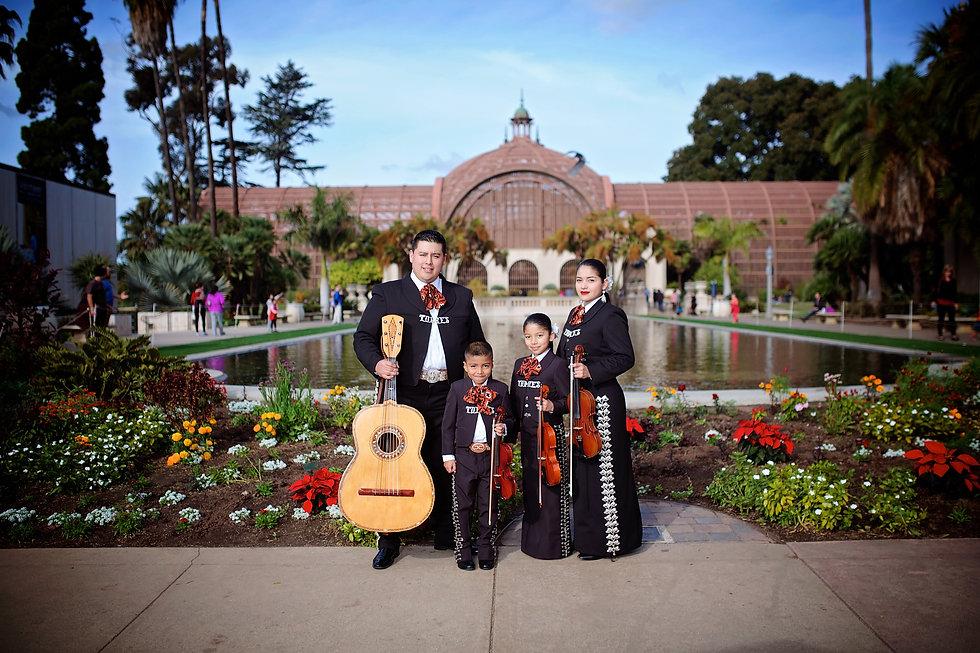 Familia Torres Dec.jpg