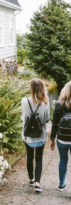 Amici a casa a piedi