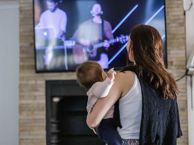 Ez történik a szemeiddel, ha túl közel ülsz a tévéhez