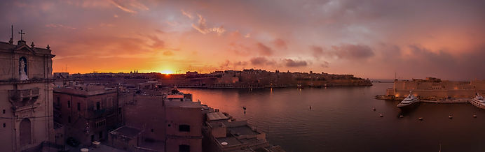 Senglea_-_panoramic_view_towards_Valetta