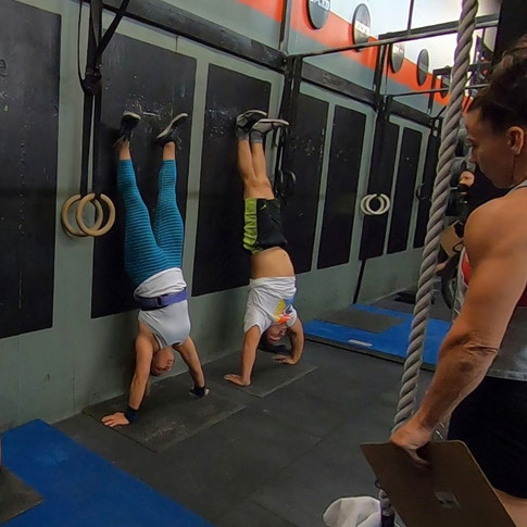 handstand push up.jpg