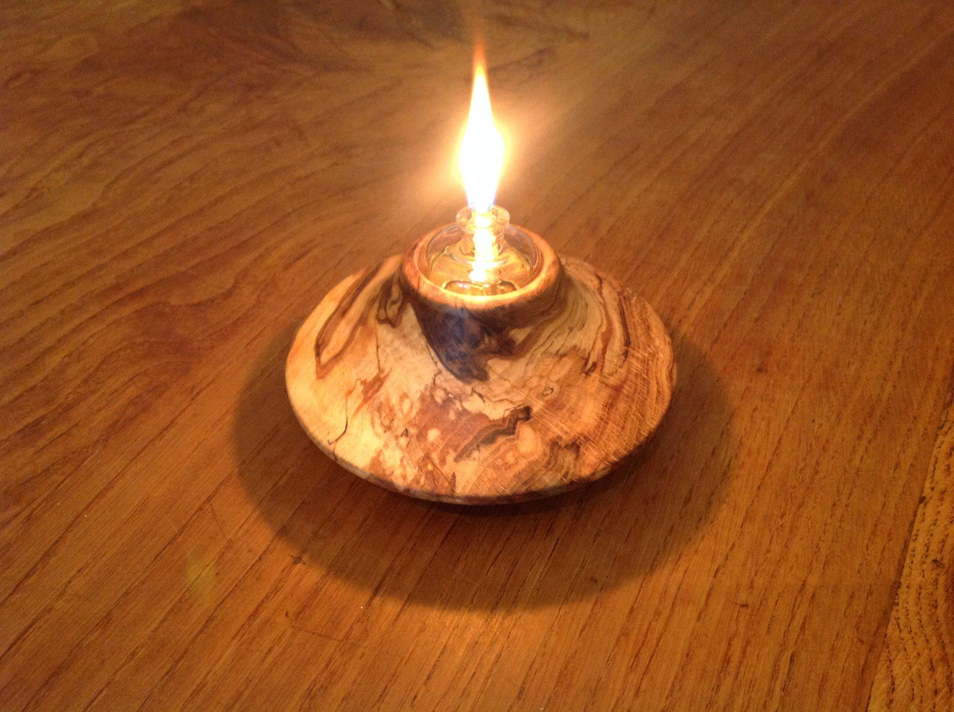 Lamp à huile en bois