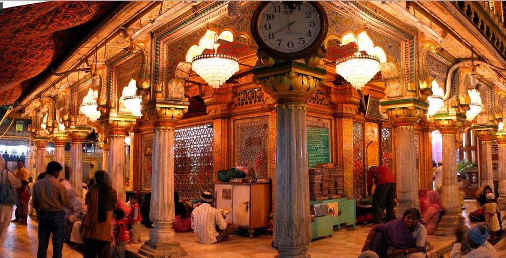 Hazrat-Nizamuddin-Dargah2-1024x523.png