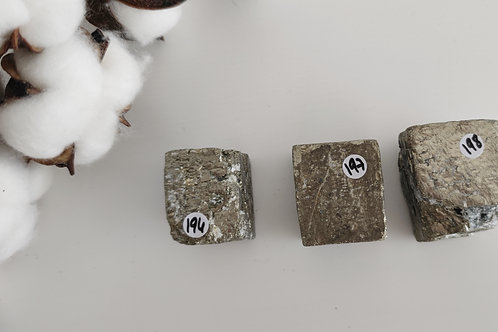 Pyrite brute en cube naturel