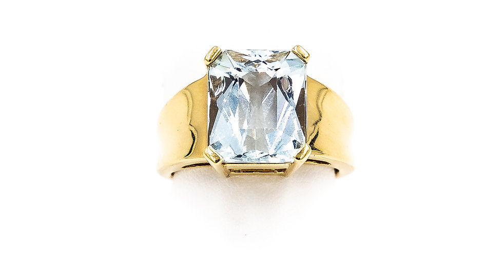 Yellow Gold Aquamarine Emerald Shape Ring