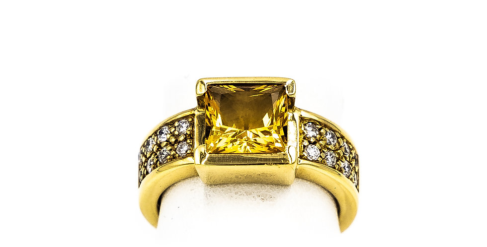 Yellow Gold Ten Set Citrine Pave Set Stones On Each Side Ring
