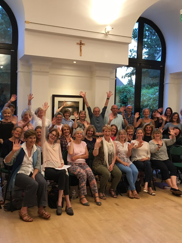 Earthly Voices choir wave to Susi choir in Germany