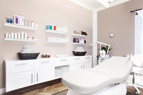 Unsere Kosmetikbehandlungen in München Nymphenburg Neuhausen, anti-aging Behandlung, micro-needling, shelack maniküre, Qms Oxygen Behandlung, Radiofrequenz Behandlung