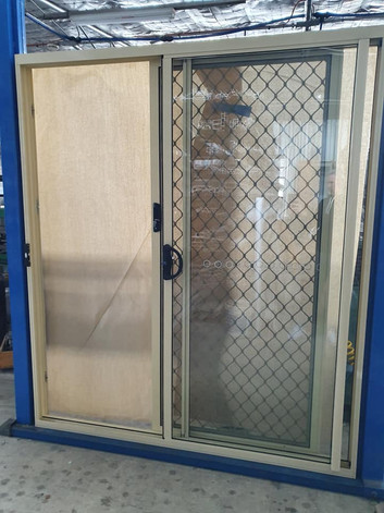 Sliding door in Primrose with diamond grill