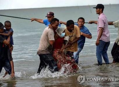 넉달간 바다에 떠돌던 로힝야, 극적으로 구출