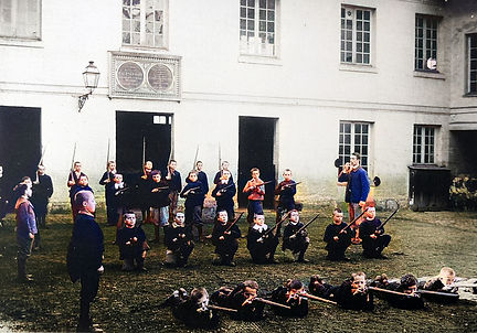 Bataillon scolaire Beauvais.jpg