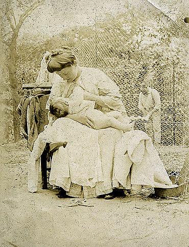 Mère_allaitant Martine de Lajudie patrick milan patrimoine retro29 plouguin histoire