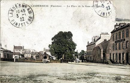 Landerneau Place de la gare.jpg