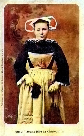 Chateaulin jeune fille colorized.jpg