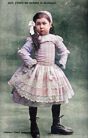 Fillette costume Quimper _02.jpg