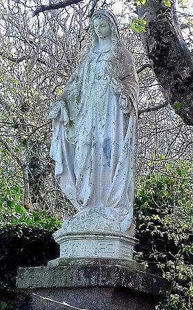 Vierge Jardin presbytère Plouguin (544 x