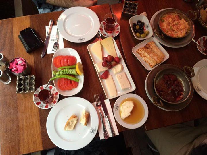 Um café-da-manhã completo na Turquia