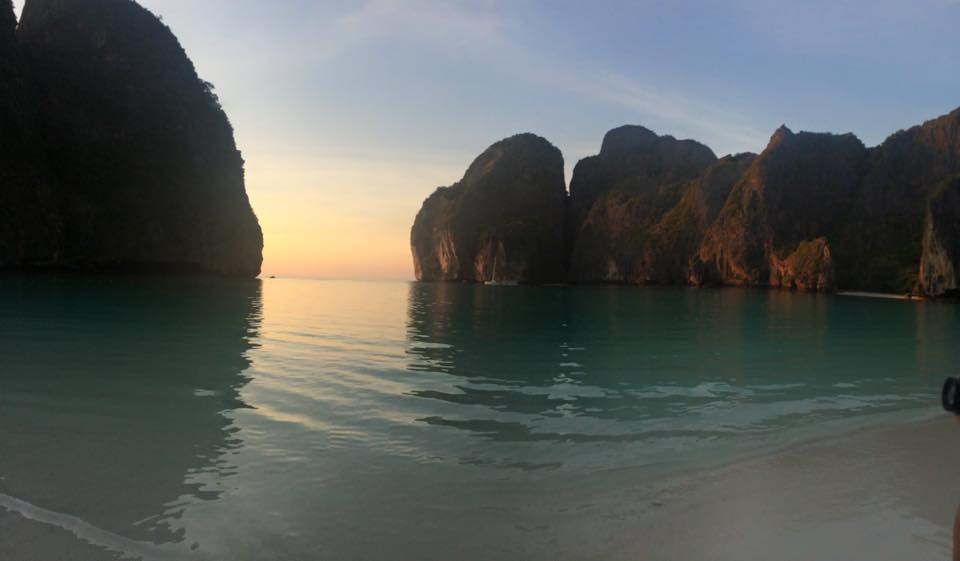Maya Bay ao nascer do sol