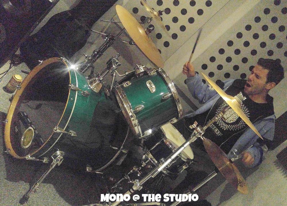 Mono of Adictos Al Bidet at the studio