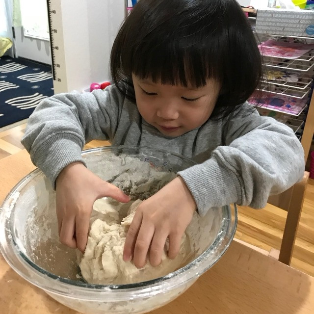 Montessori life: making douph