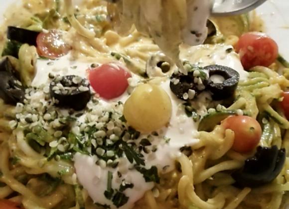 Špageti s Umakom od Konopljenih sjemenaka i Indijskih oraščića