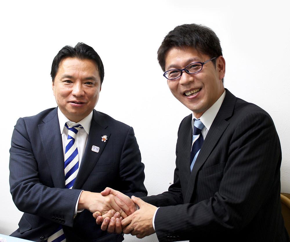 小金井の明日をつくる会事務所にて、西岡市長と。
