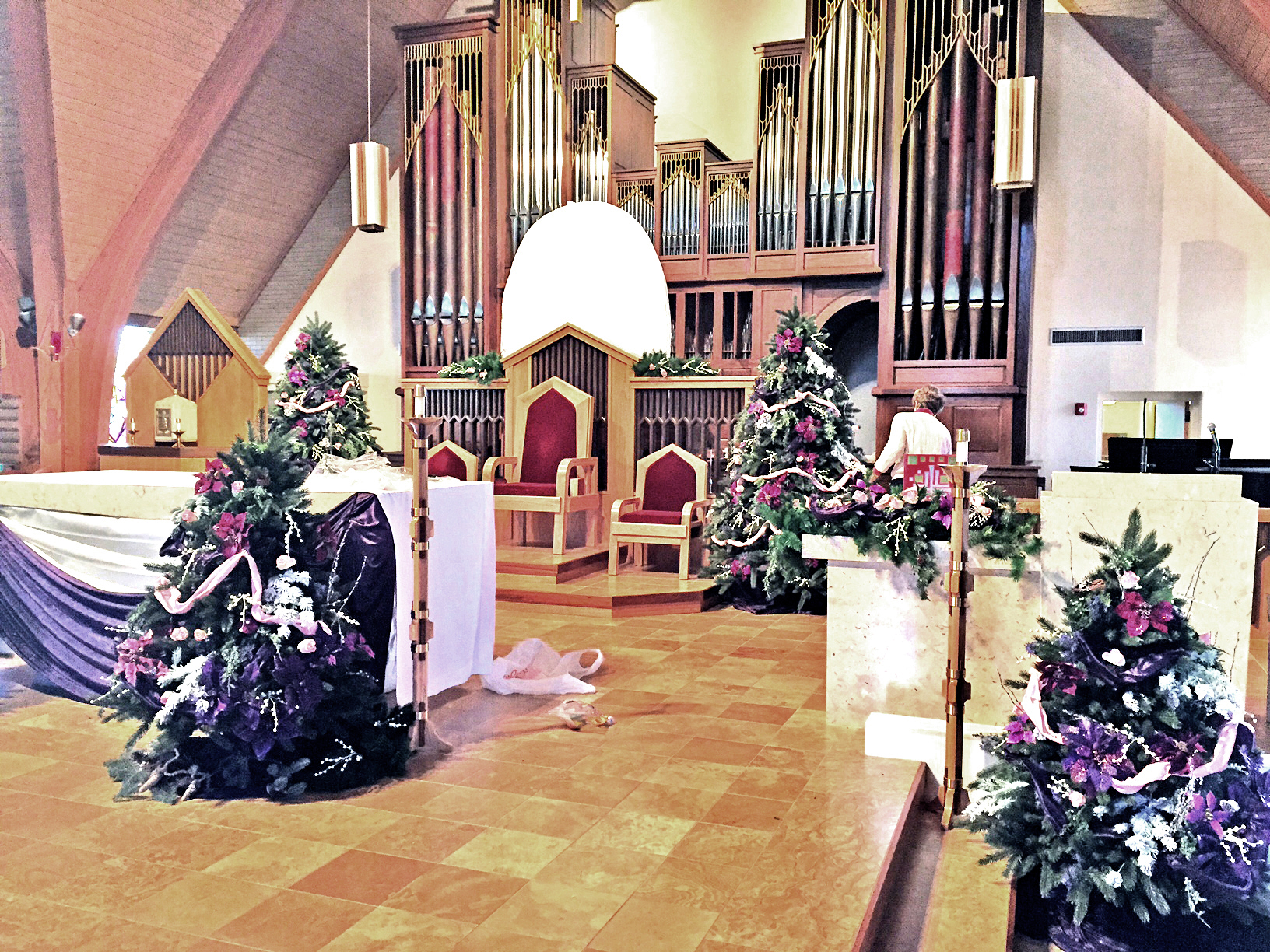 Gaudete_Sunday_sideview_altar