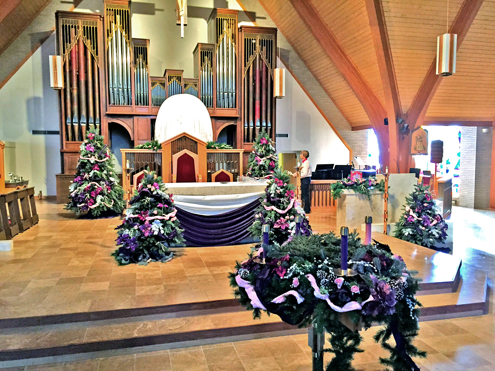 Advent_Gaudete_Sunday_sanctuary