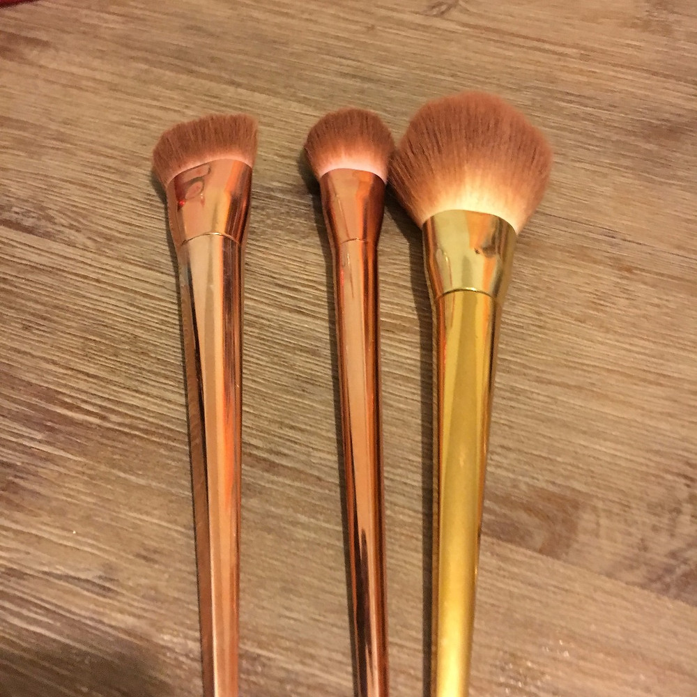 A clients' makeup brushes in need of a clean