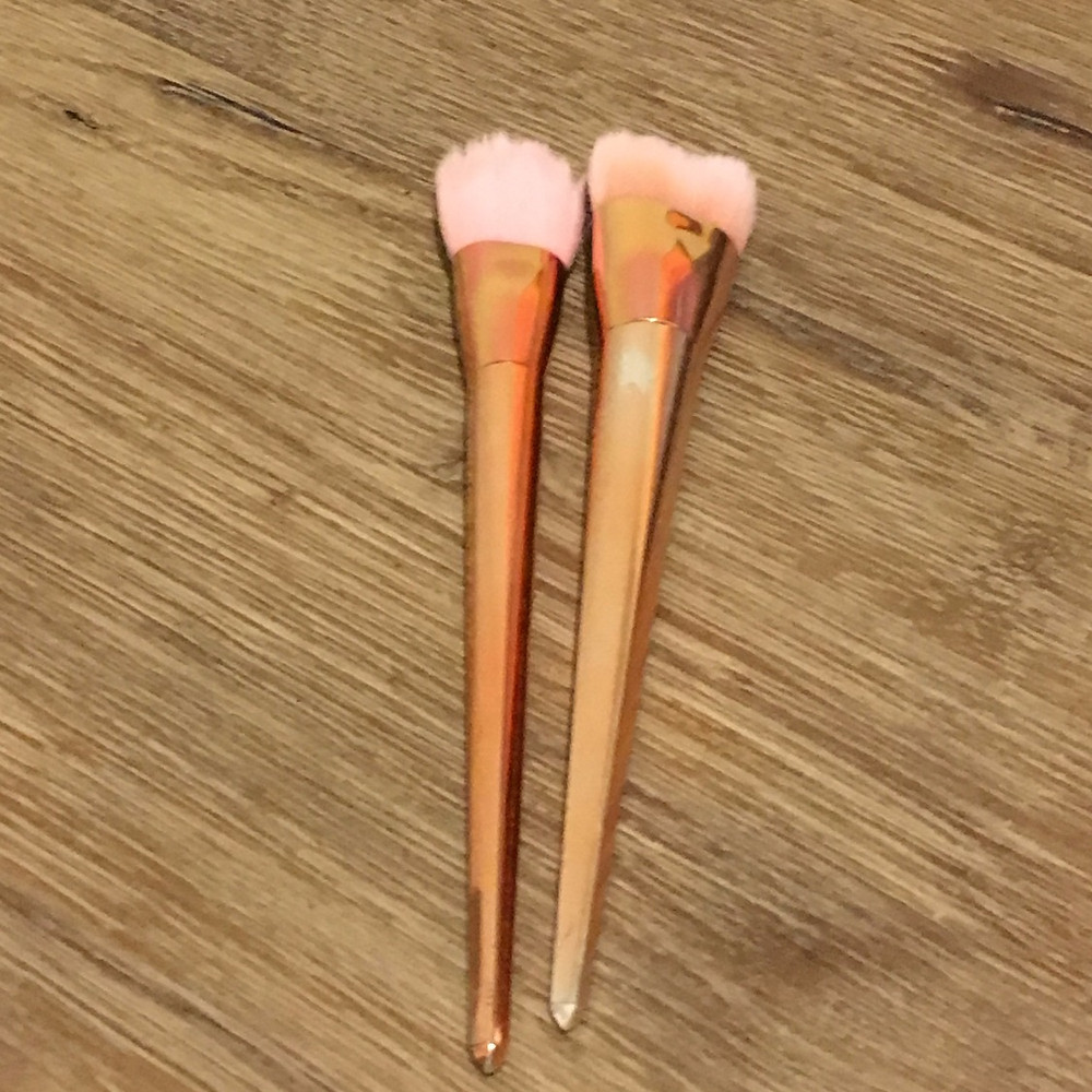Sparkly, clean makeup brushes