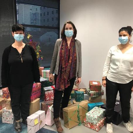 Remise des boîtes de Noël aux restos du coeur