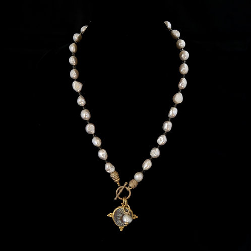 Single Pearl Necklace with Dark Coin
