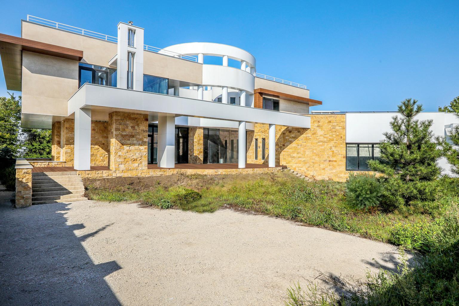 современный частный дом с зимним садомOXYGEN