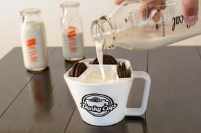 Dunky Cup Milk Pour