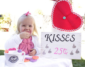Valentine Kissing Booth with Dunky Cup