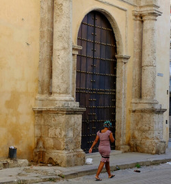 Lady in rollers in Old Havana