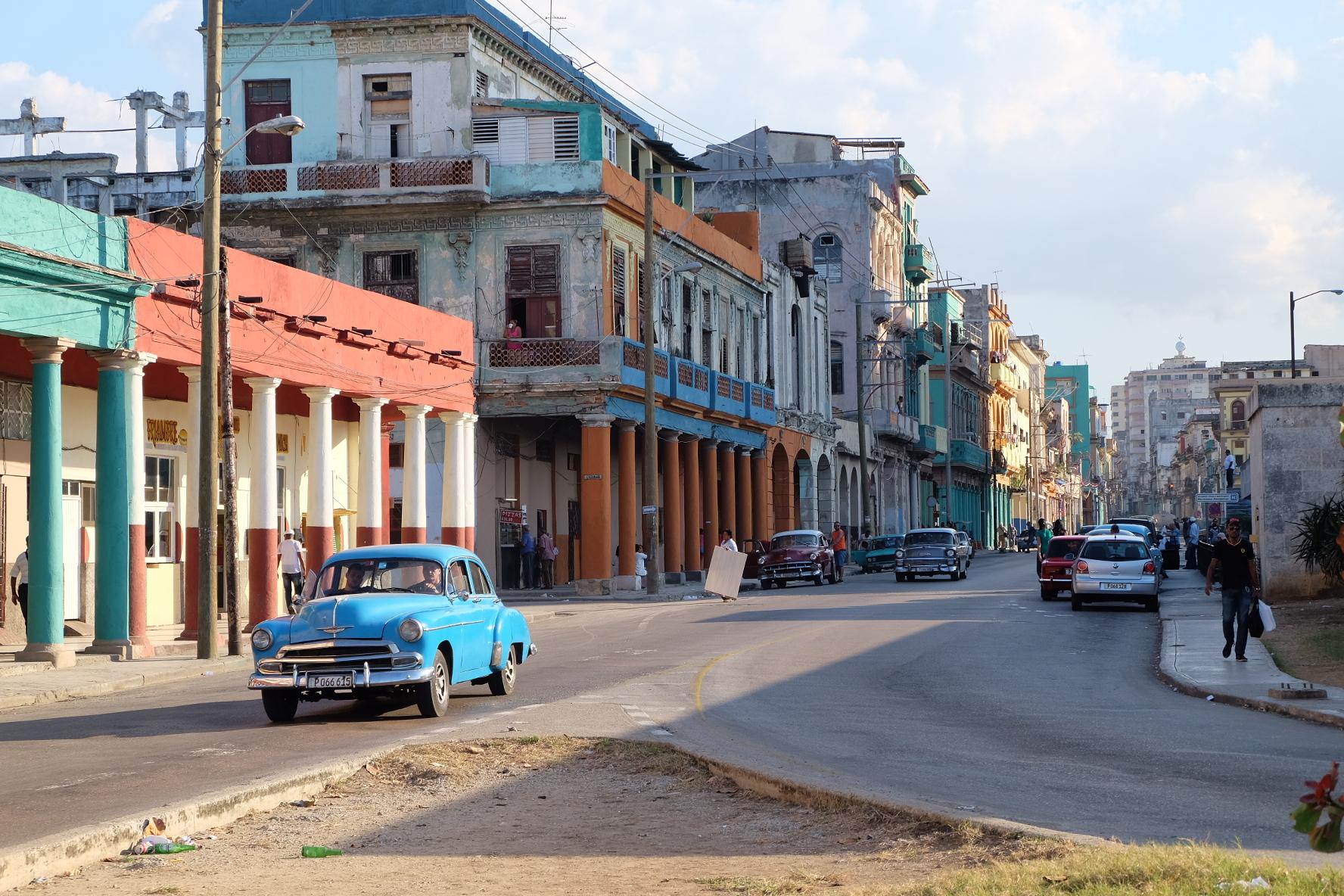 Avenue in Havana Centro