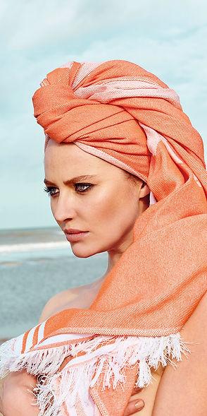 Model-Seatowel-op-hoofd-Oranje3.jpg