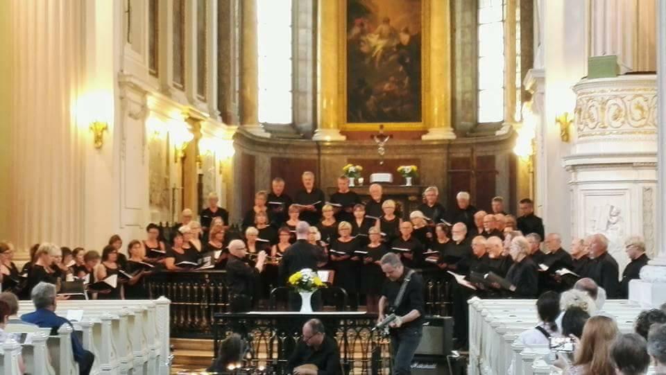 frå konserten i St. Nikolaikirche i Leipzig, Quest spelar akkurat då