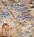 Gravação em pedra, onde o rei Neferjeperura Amenhotep, mais conhecido como Akenatón, oferece um ramo de oliveira ao Deus Aton. 1345 a.C. Fonte: Lacerca.com