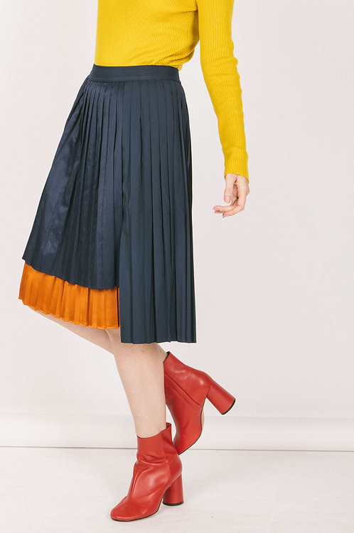 Pleated layer skirt