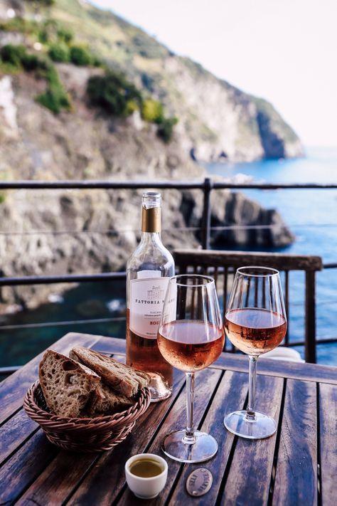 bộ chai và ly uống rượu tặng bạn thân kỷ niệm ngày cưới