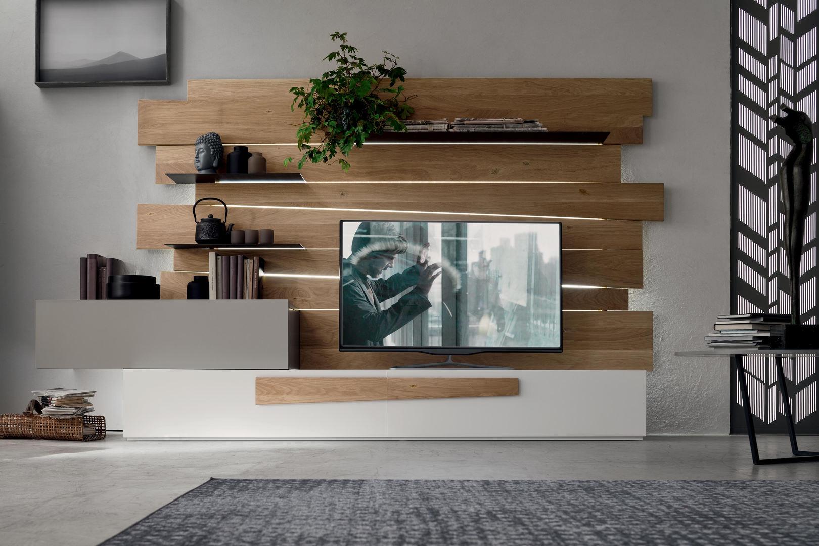 Parete soggiorno con inserti in legno