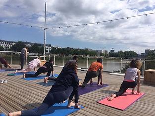 Yoga au Belvédère .jpg