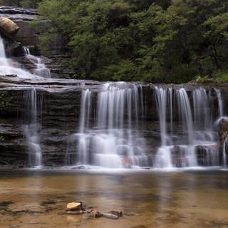waterfall-1373183_1920.jpg