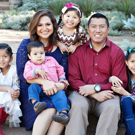 2016 Photo Happy Hispanic Family 4 child