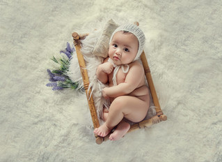 Different styles in newborn photography - props vs simple