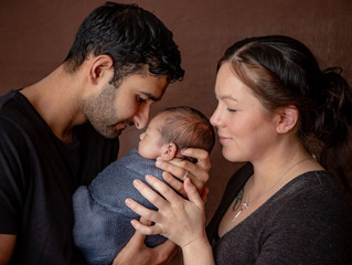 What are the main differences between a newborn, baby and family photo session?