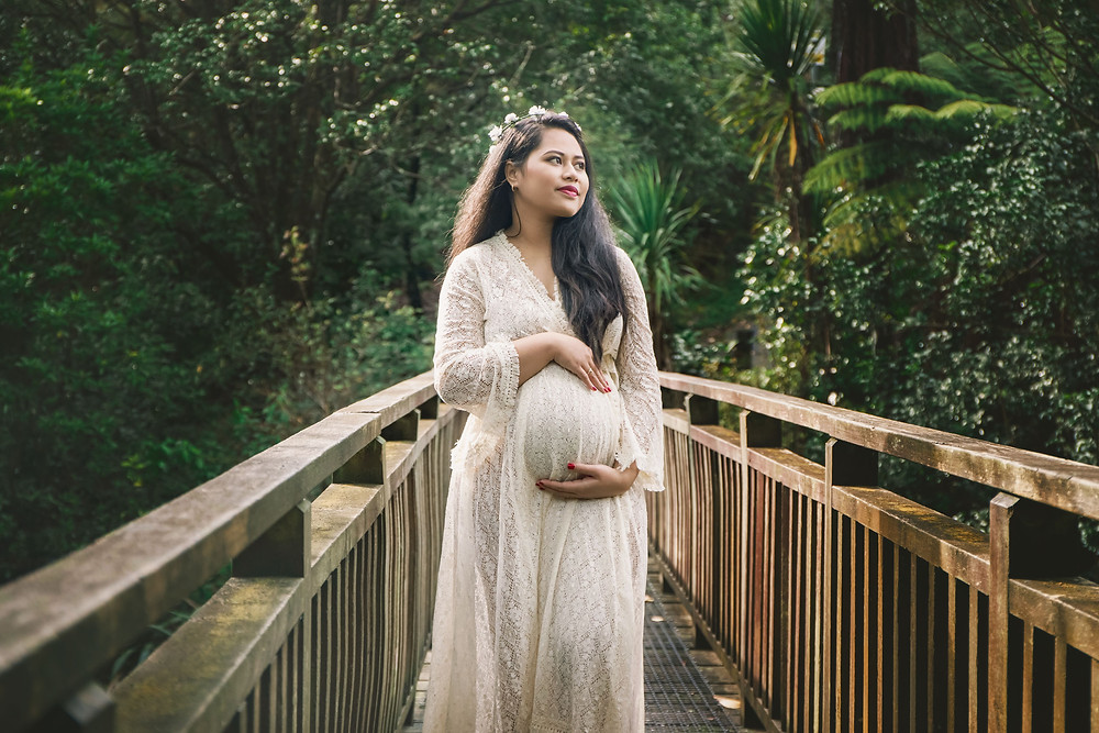 outdoor maternity photo shoot auckland