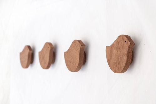 Perchas de madera caoba